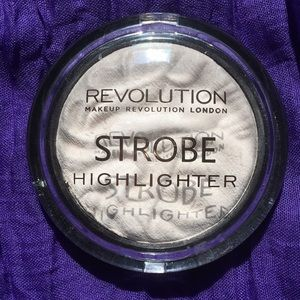 Makeup Revolution Strobe Highlighter